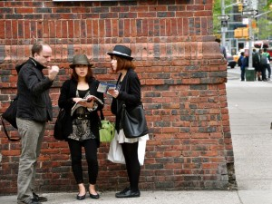 4 Must Have Applications for Travelers Who Want to Converse With Foreign Locals